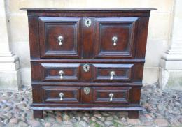 A Small Well Proportioned 17th Century Oak Chest Of Drawers