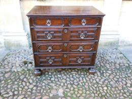 A Superb Early Oak Chest Of Drawers Dating To The Late 17th Century